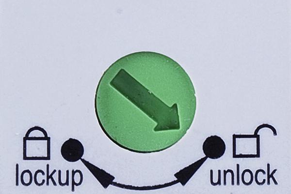 Rys. 7. Blokada rozłącznika. Po zablokowaniu nie ma możliwości przestawienia dźwigni, co uniemożliwia przypadkowe załączenie rozłącznika izolacyjnego