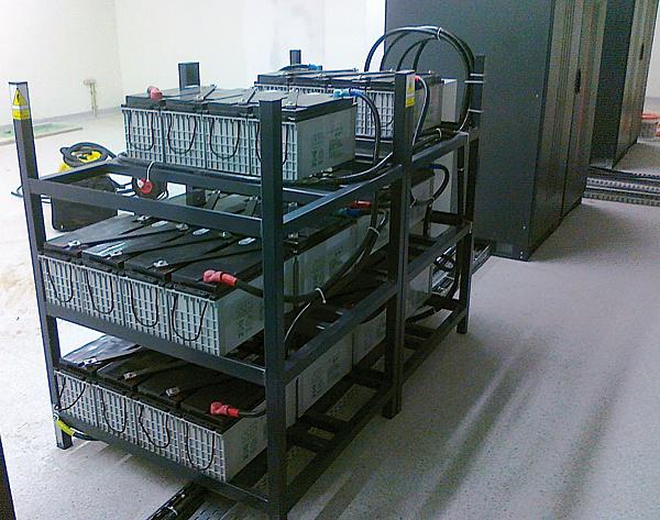 System zasilania rezerwowego zrealizowany w oparciu o dwa UPS-y Master HP (2 x 300 kVA) w Miasteczku Multimedialnym w Nowym Sączu