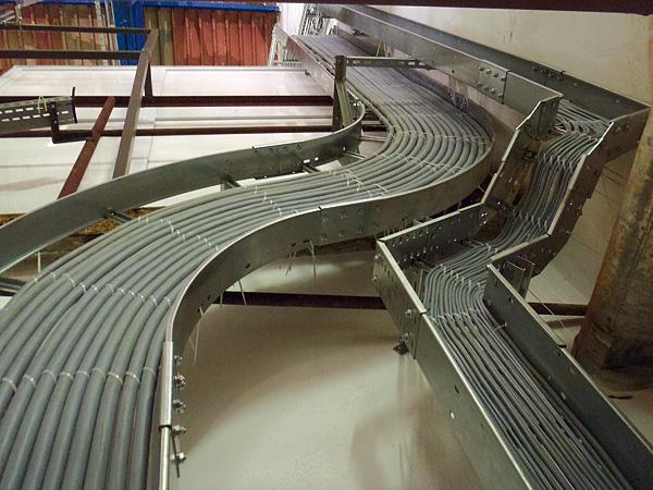Rys. 3.  Przykład  prawidłowo  wypełnionego  przewodami  koryta kablowego