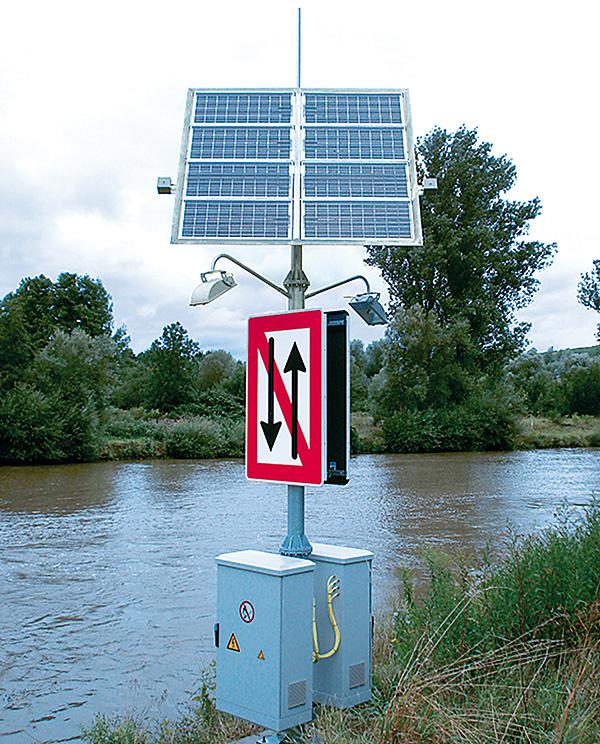 Rys. 1. Autonomiczny układ zasilania instalacji fotowoltaicznej zamontowany nad brzegiem rzeki