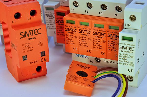 Pełną ochronę zapewnia często element klasy D (najmniejszy z ograniczników) – podłączony w puszce elektroinstalacyjnej