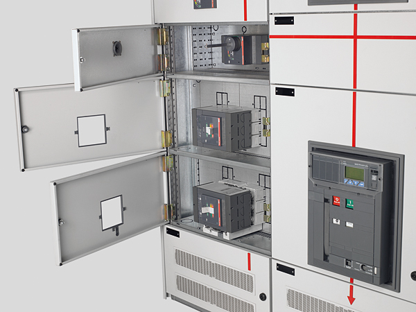Rys. 5. Wyłączniki kompaktowe zainstalowane w modułach stałych rozdzielnicy typu MNS